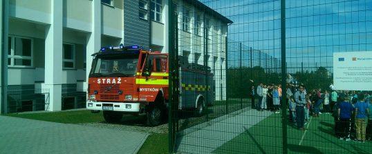 Próbna ewakuacja w Szkole Podstawowej w Mystkowie