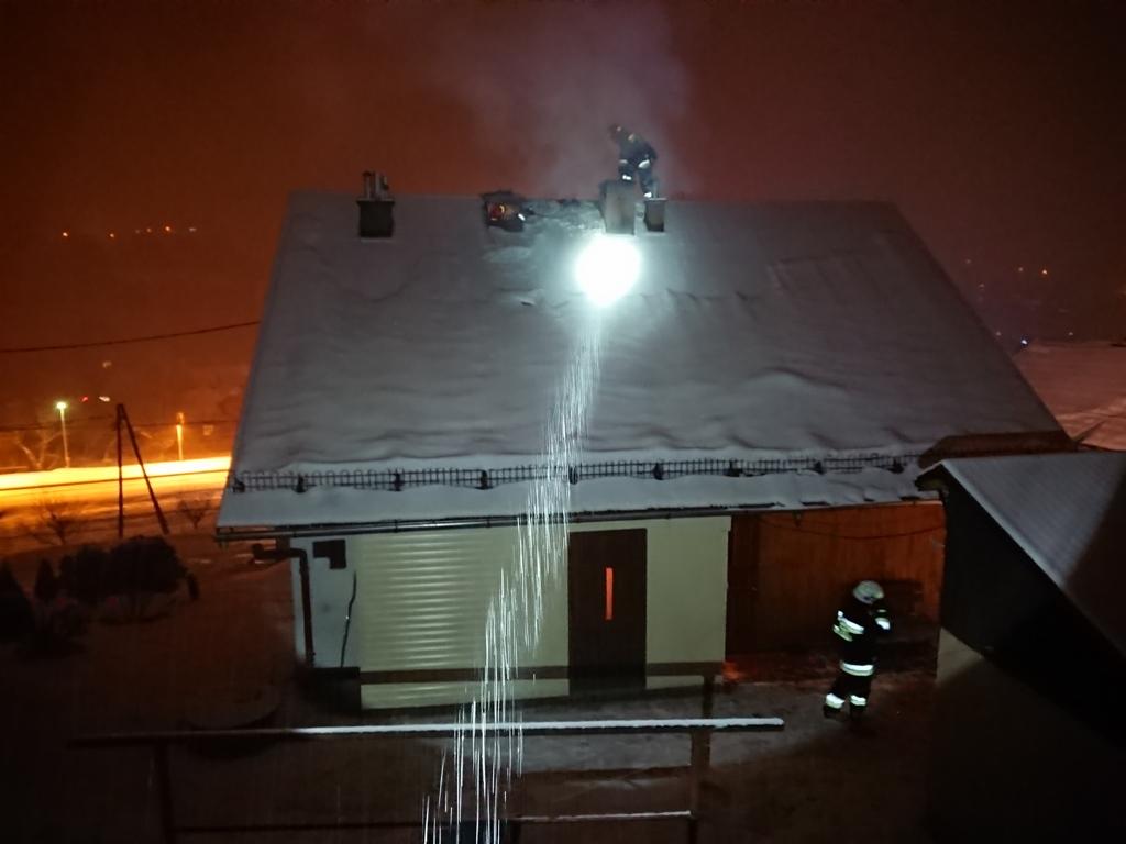Pożar sadzy w przewodzie kominowym Kamionka Wielka nad stacją kolejową (1)